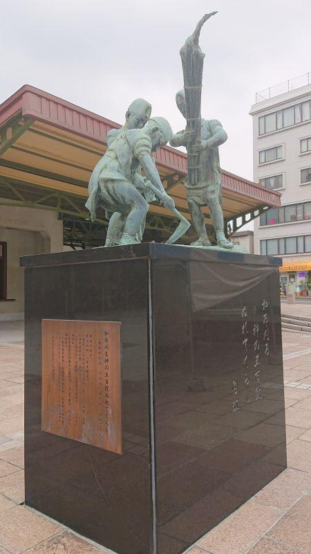和布刈神事の像